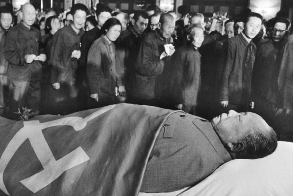 Mao el hombre, Mao el Dios cincuenta años después de su muerte - Sergey  Radchenko   Sin Permiso